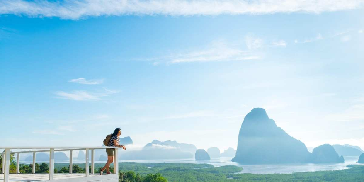 A woman looks out over a mountain view in Khao Samed Nang Chee Viewpoint in Thailand | © weedezign/Shutterstock