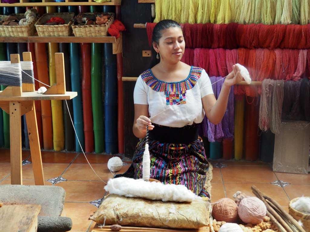 Johana of Casa Flor Ixcaco shows how she hand spins organic cotton | © Nikki Vargas/Unearth Women
