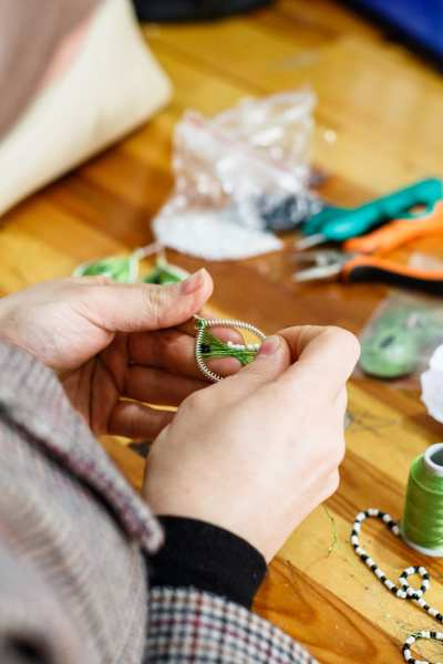 A woman at the Small Projects Istanbul centre in Fatih makes a design of the 'Drop Earrings Not Bombs' project | © Annapurna Mellor