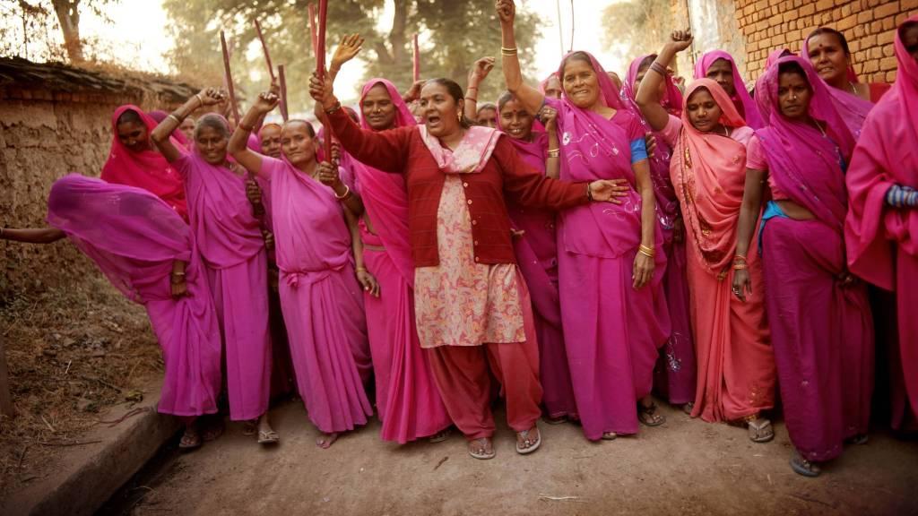 Members of the Gulabi Gang  | © Jonas Gratzer/LightRocket via Getty