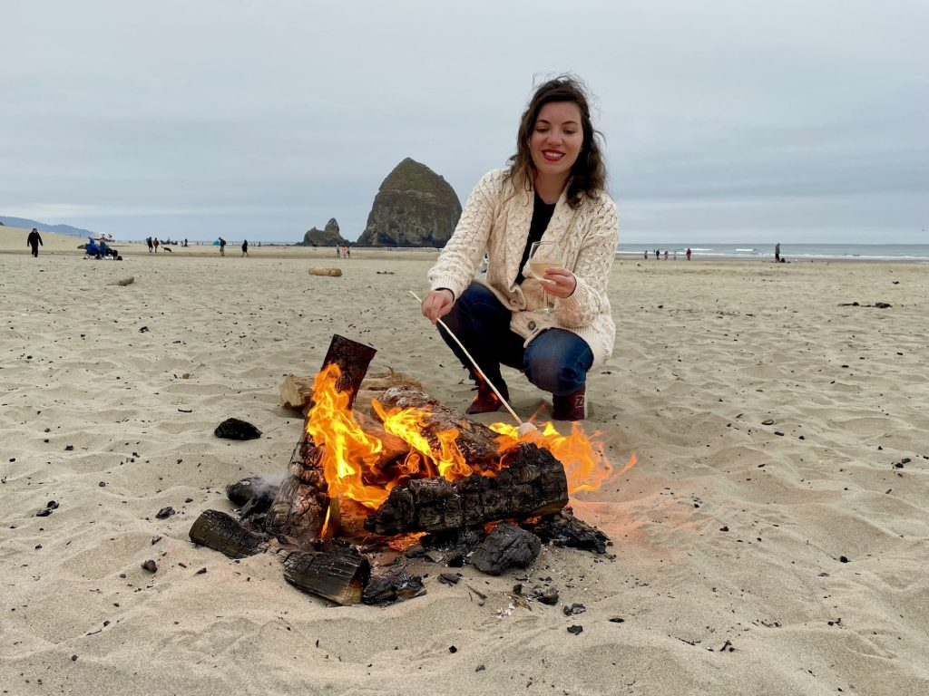 Every evening, The Surfsand Resort offers group and private bonfires on Cannon Beach | © Nikki Vargas
