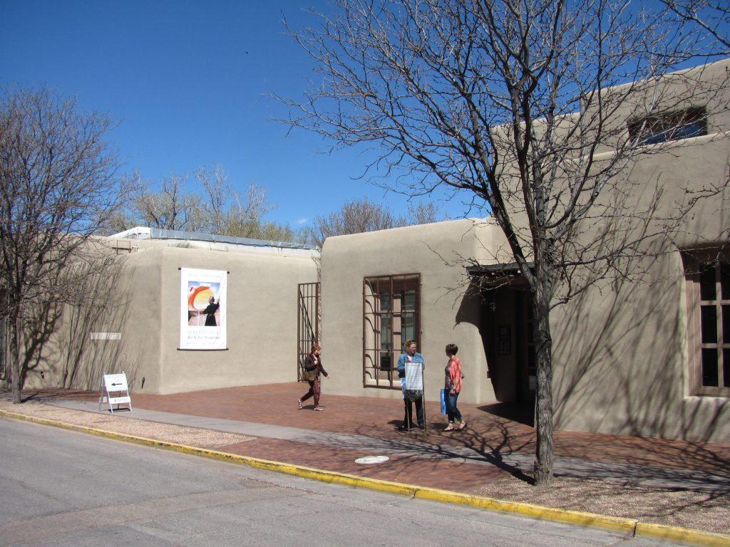 The Georgia O'Keeffe Museum in Santa Fe, New Mexico | © John Phelan/Wikimedia Commons