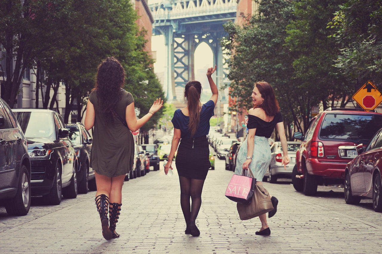 10 Feminist Walking Tours to Book on Airbnb Experiences