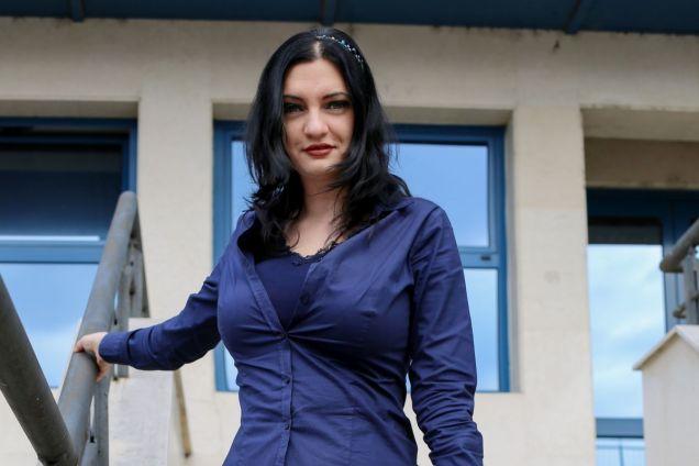 Melanie - how to wear a uniform