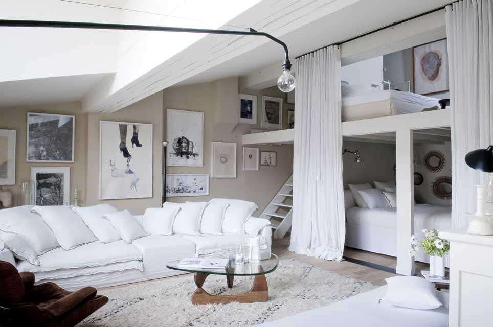 cama eu de blanc et cr me pour un appartement doux et chaleureux une hirondelle dans les tiroirs. Black Bedroom Furniture Sets. Home Design Ideas