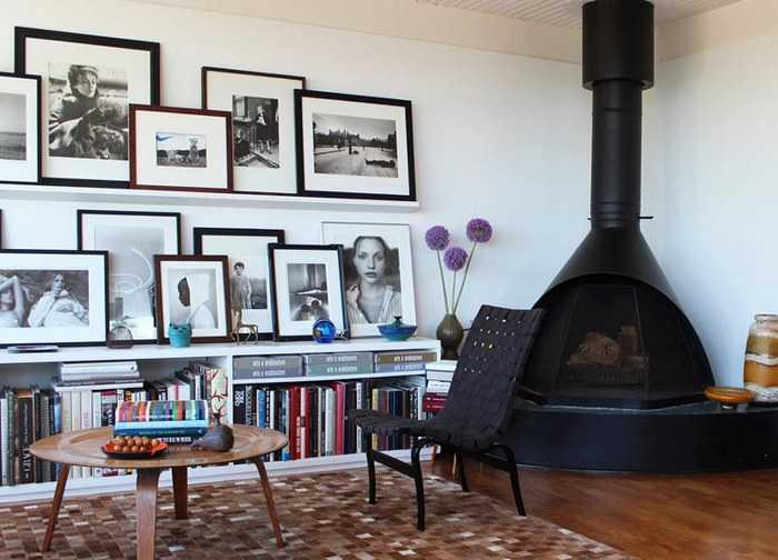 un mur de cadres 20 id es d co pour accrocher ses cadres au mur avec style une hirondelle. Black Bedroom Furniture Sets. Home Design Ideas