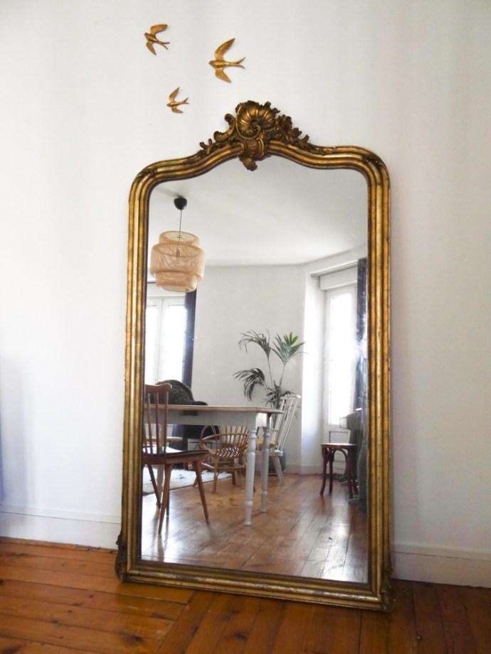 idée déco : un grand miroir ancien | Une hirondelle dans les tiroirs