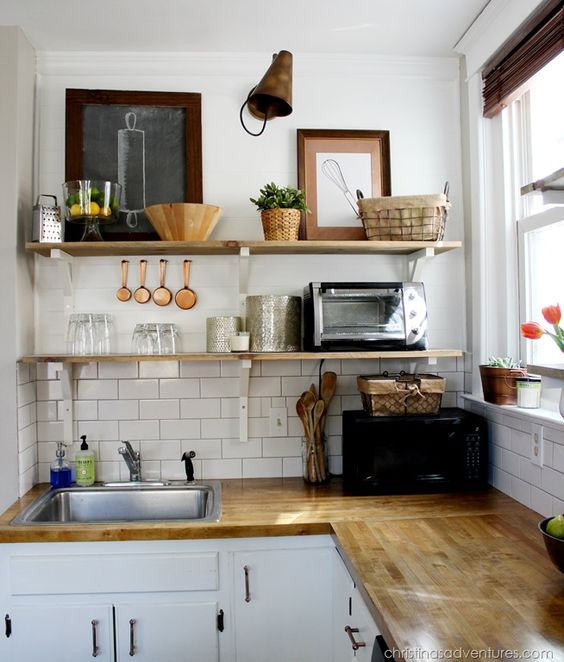 Am nager une petite cuisine 20 id es et astuces une - Amenagement petite cuisine ...