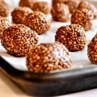 Boules au quinoa soufflé, chocolat, avocat et banane