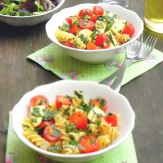 Salade-de-pâtes-tomates-et-mozzarella