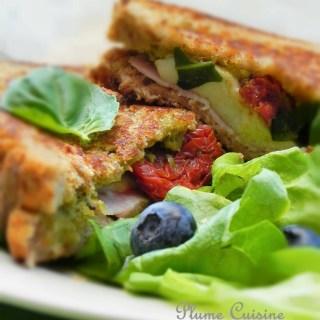 Sandwich grillé mozarella-jambon-tomates séchées