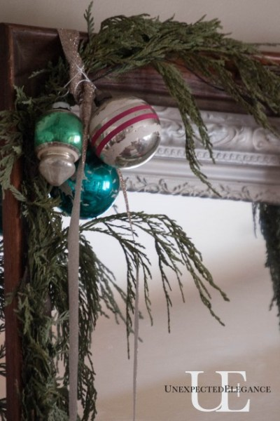 How to Make a Greenery Frame for the Holidays