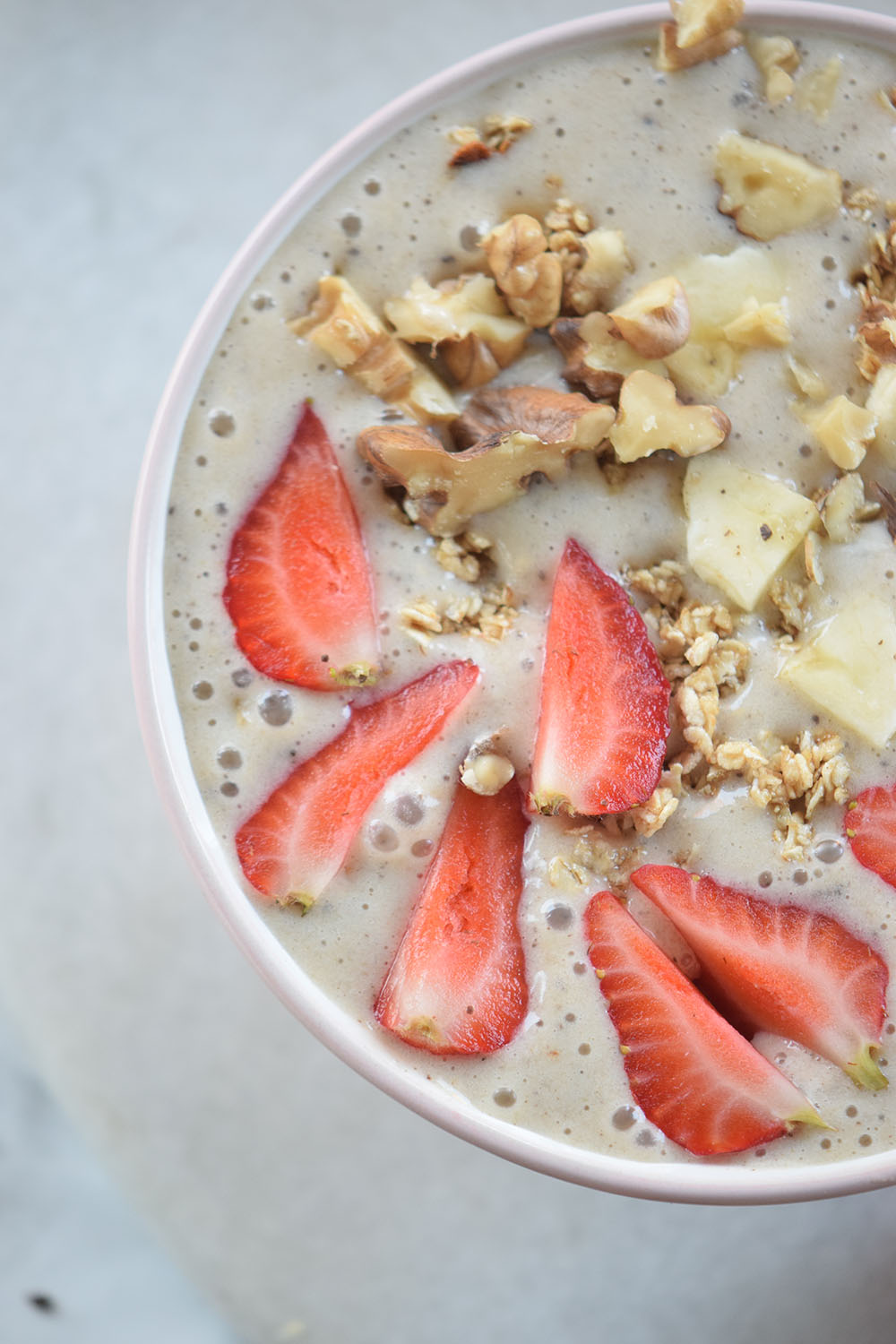 This Strawberry Banana and Walnut Smoothie Bowl is delicious and nutritious!!
