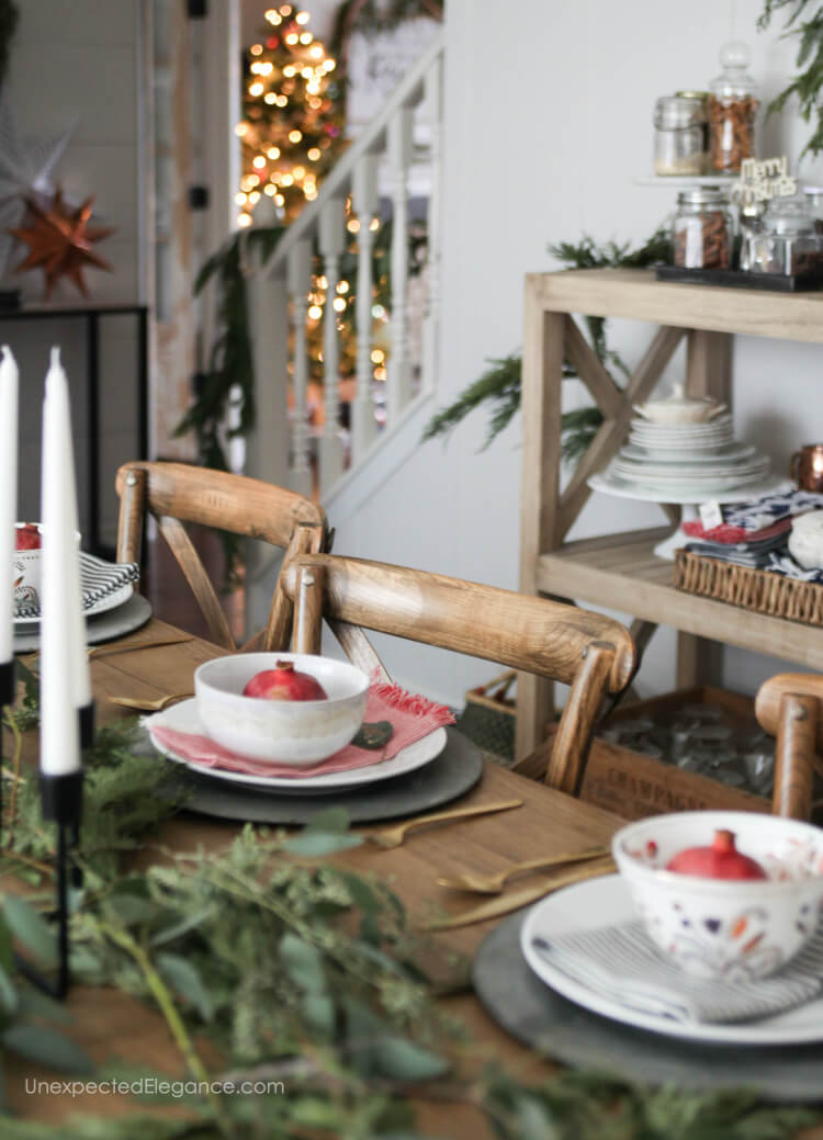Christmas dining room decor ideas that simple and festive.