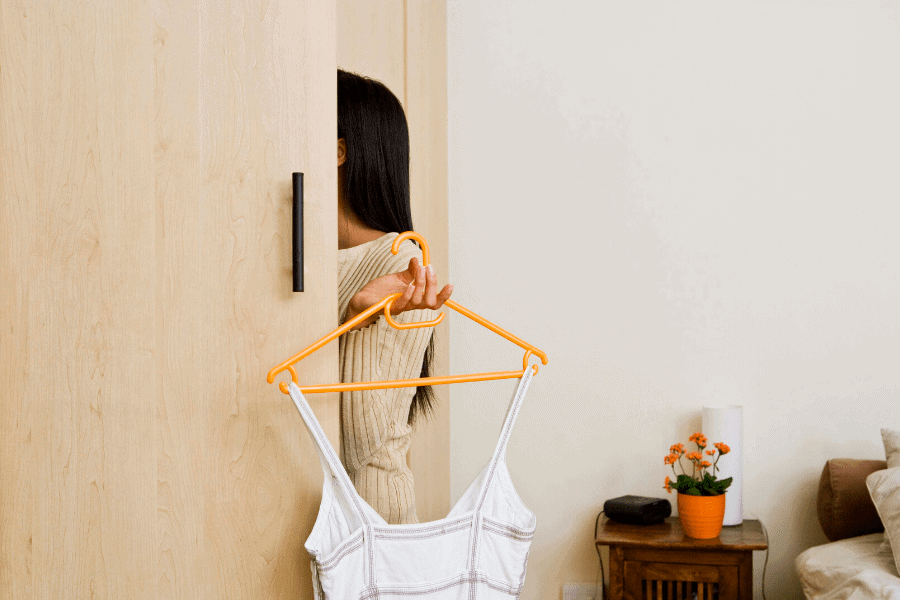 How to organize your closet on a budget!10 simple and inexpensive closet organizer ideas to finally have an organized, streamlined closet that functions.