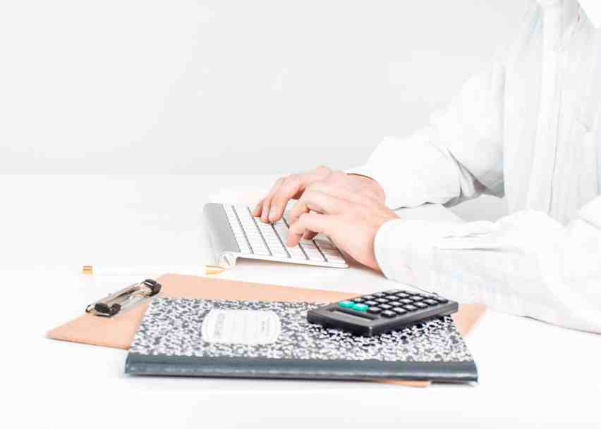 Struggling to learn how to live on one income? Check out these tips for living on a tight budget, and survive on a small income.