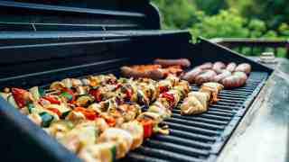 Summer Entertaining: 13 Cheap BBQ Ideas for Hosting an Awesome Cookout on a Budget