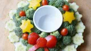 Christmas Wreath Vegetable Tray Dip