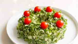Pesto Cheeseball Wreath