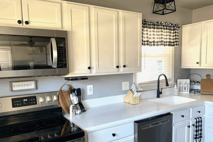 5 easy tricks to keep kitchen countertop clutter at bay! Use these kitchen counter organization ideas to clean and declutter the busiest room of your home.