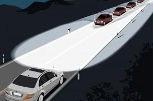 Mit Lichtassistenten den Durchblick behalten Der Fernlicht-Assistent erkennt entgegenkommende oder vorausfahrende beleuchtete Fahrzeuge und steuert die Scheinwerfer so, dass der Lichtkegel vor den anderen Fahrzeugen endet. Foto: GTÜ/Mercedes.
