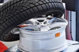 Reifendrucksensoren überwachen dauerhaft den Luftdruck und sorgen so für eine sichere Fahrt (Bildnachweis: Huf Group).