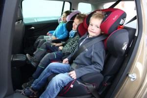 Kinder müssen im Auto richtig gesichert werden. Foto: ACE / Emmerling.