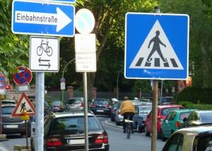 Auch Radfahrer haben Verkehrsregeln zu befolgen. Foto: AvD.