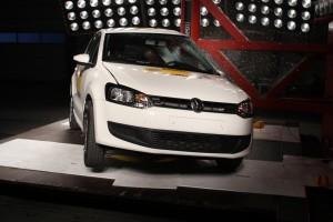 Pfahlaufpralltest im ADAC-Testzentrum mit einem VW Polo mit Thorax-Airbag. Foto: ADAC.
