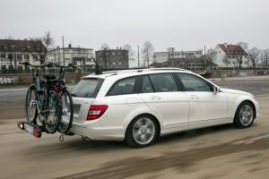 Radträger auf der Anhängerkupplung Auch hier darf die Stützlast von 75 kg nicht überschritten werden. Foto: Tschovikov/GTÜ.