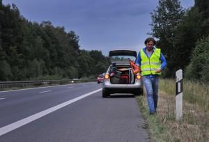 Wenn es gekracht hat: Unfallstelle sichern und Europäischen Unfallbericht ausfüllen. Bei Personenschäden immer die Polizei rufen. Foto: HUK-Coburg.