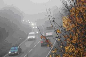 Zu schnelles Fahren ist die häufigste Ursache für Nebelunfälle. Foto: Dekra.