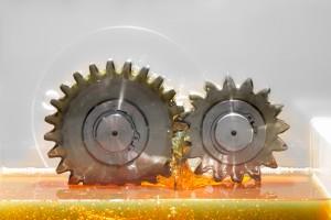 Mit sinkenden Temperaturen erhöht sich die Viskosität des Öls und damit der Reibungswiderstand in Motor und Getriebe. Foto: Deutsche Castrol/Rupert Warren