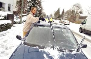 Vorbildlich Schnee geräumt: So kann die Fahrt beginnen. Foto: ADAC/Simon Katzer.