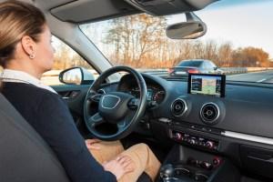 Selbstfahrende Autos. Augen zu im Straßenverkehr? - Zukunftstrend selbstfahrende Autos. Foto: ERGO Versicherungsgruppe AG.