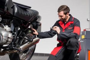 Motorrad-Check für einen sicheren Start in die Saison. Foto: KÜS.