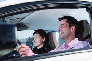 Frauen sind als Beifahrer beliebt. Foto: Dekra.