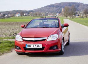 So macht Autofahren Spaß: Mit Saisonkennzeichen lässt sich dabei Geld sparen. Foto: HUK-Coburg / Olaf Tiedje.
