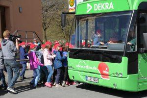 Schulbus-Training. Foto: Dekra.