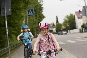 Zwar kann ein Helm schwere Unfälle nicht verhindern, Kopf- und Hirnverletzungen aber kann er wesentlich reduzieren. Foto: ADAC / Stefanie Aumiller.