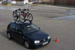 Um Fahrräder mit dem Pkw zu transportieren, eignen sich Dach- oder Heckträger am besten. Foto: ADAC.