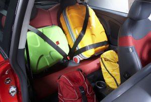 So ist es richtig: Falsch beladen in den Urlaub fahren, kann tödlich enden. Foto: ADAC.