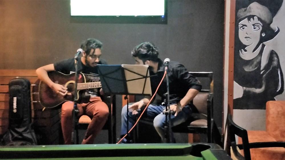 live-guitar singing