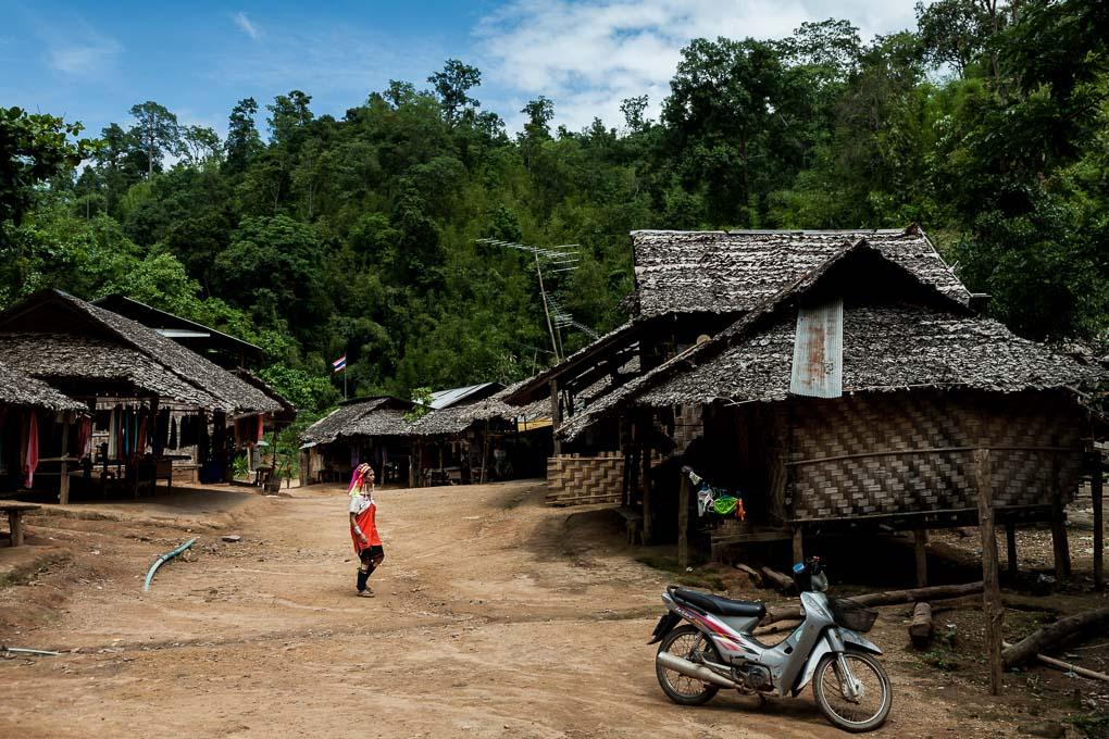 tailandia-tribus-mujeres-karen-jirafa-cuello-largo_13