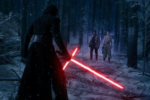 Star Wars: The Force Awakens..L to R: Kylo Ren (Adam Driver), Finn (John Boyega), and Rey (Daisy Ridley)..Ph: David James..© 2015 Lucasfilm Ltd. & TM. All Right Reserved.