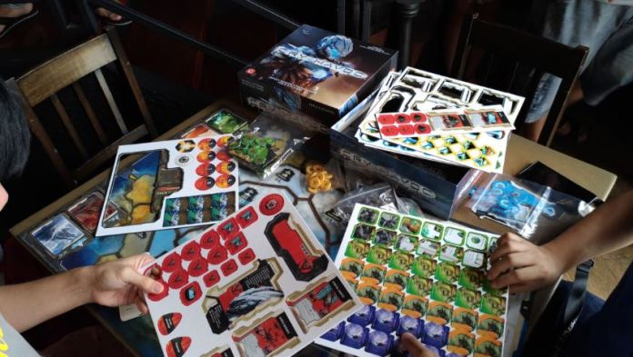 CRY HAVOC, a territory control game, is excitedly unboxed by gamers!