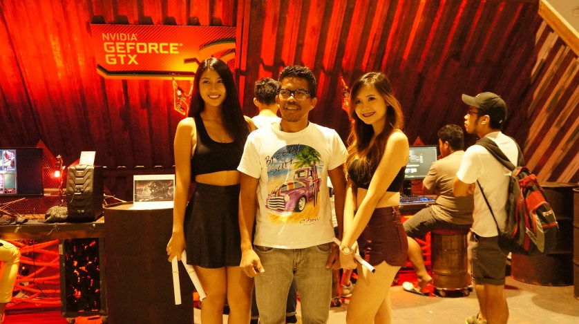 A lucky event goer being assisted by the beautiful Predator booth babes.