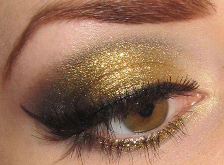 christmas-glitter-eye-how-to-apply-christmas-glitter-eye-makeupmakeup-forever-eye-glitter-how-to-remove-glitter-eye-makeup-eye-candy-makeup-glitter-02