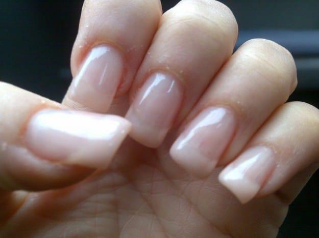 ricostruzione unghie semplici con gel
