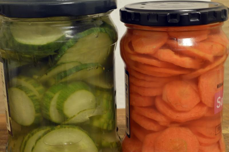 Syltede agurker og gulrøtter